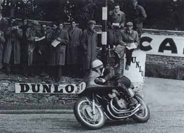 O Surtees στο Isle of Man με ΜV Agusta.