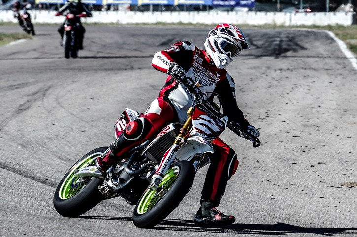 Pole Position Supermoto, Παπασταύρου